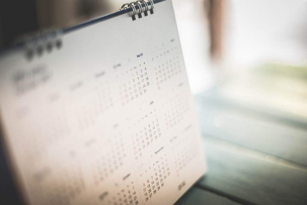Ovulation calendars are very helpful for helping women achieve pregnancy. They are also wonderful for women who are trying to avoid pregnancy without medication by watching their body's natural cycle. Ovulation calendars help women identify their fertile periods during the month. They also pinpoint problems with the cycle if they exist